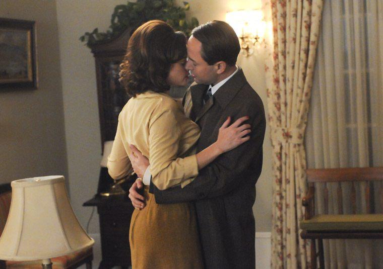 Alexis Bledel as Beth Dawes and Vincent Kartheiser as Pete Campbell on Mad Men
