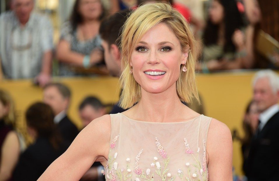 Actress Julie Bowen arrives for the 21st Annual Screen Actors Guild Awards