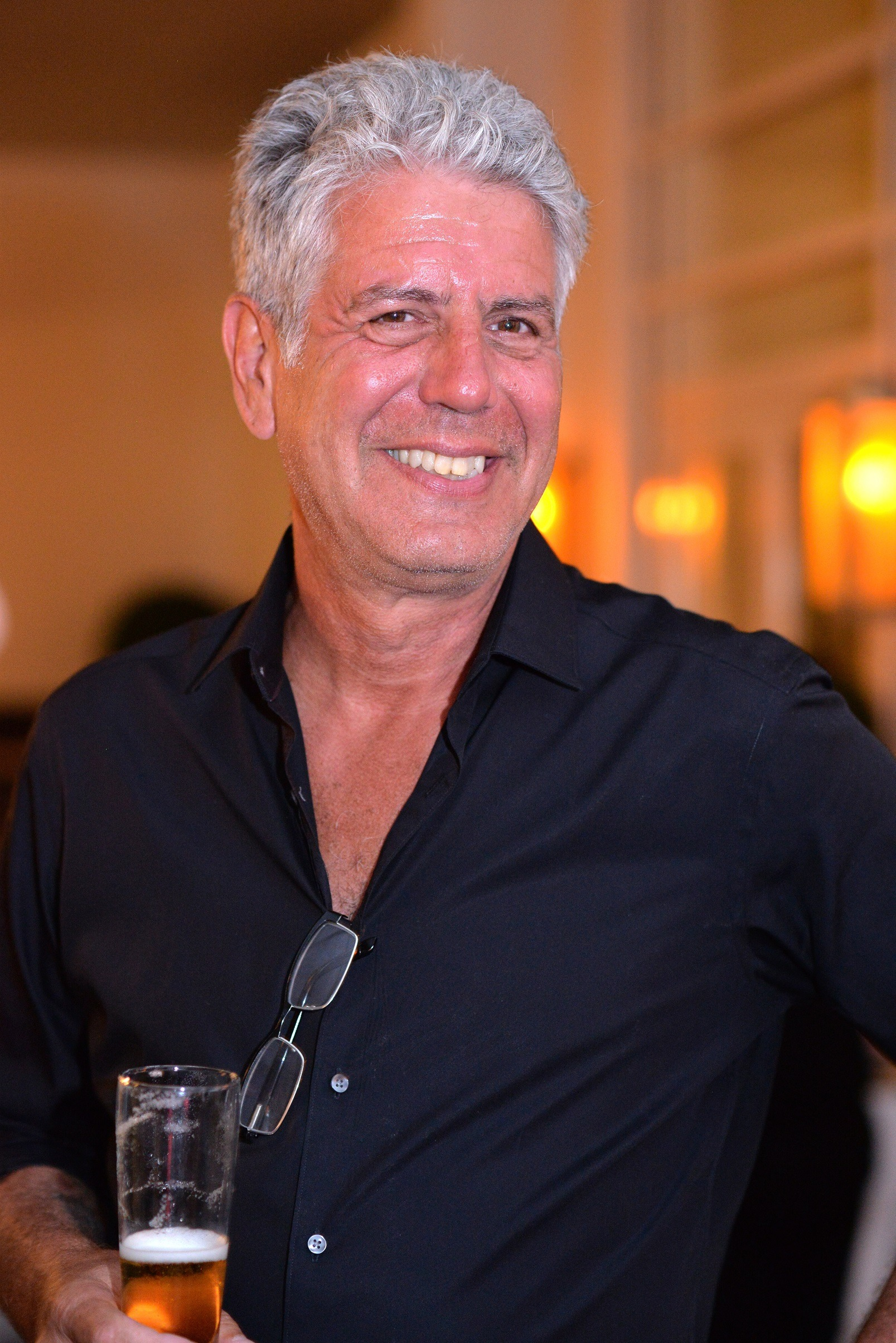 Anthony Bourdain drinking beer
