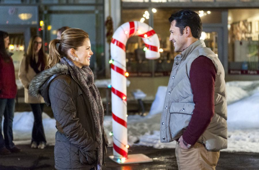 Candace Cameron Bure and David O'Donnell in Christmas Under Wraps