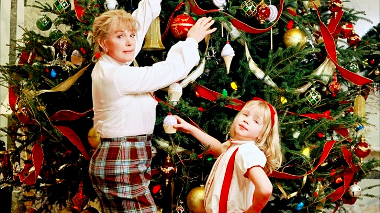 Julie Andrews as Nanny and Sofia Vassilieva as Eloise in Eloise at Christmastime