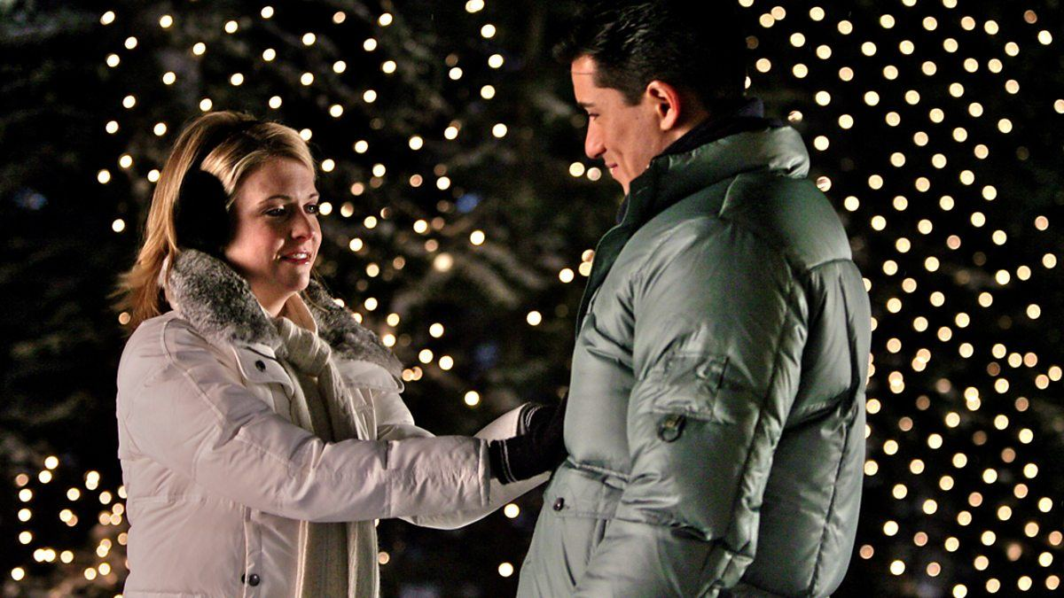 Melissa Joan Hart and Mario Lopez in Holiday in Handcuffs