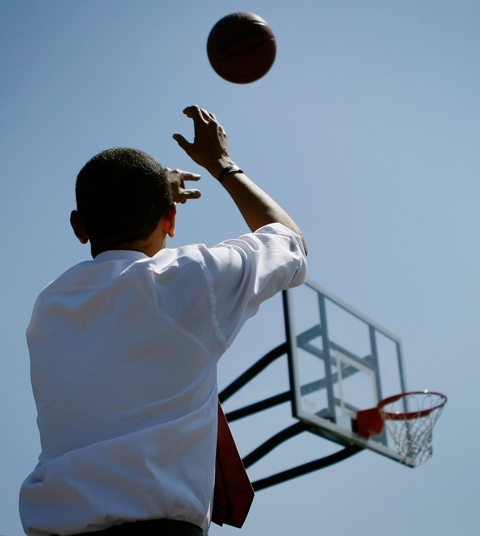 Obama plays basketball