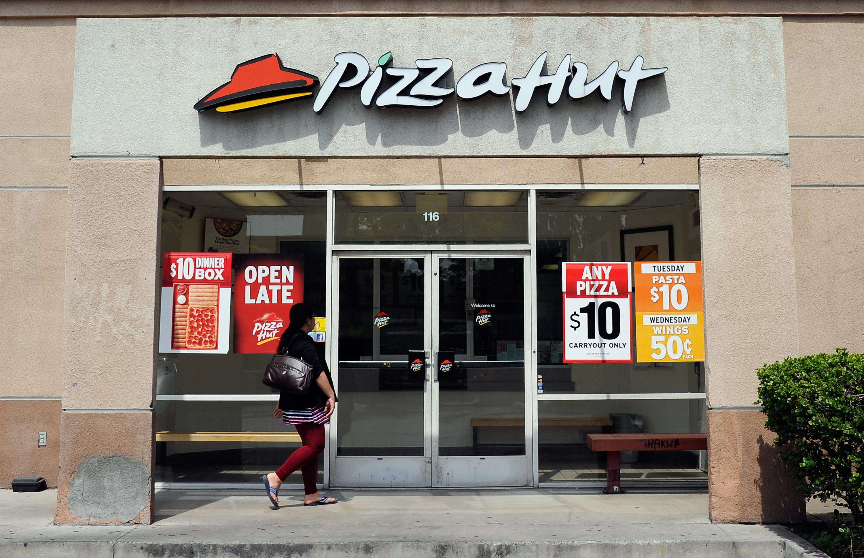 Pizza Hut storefront