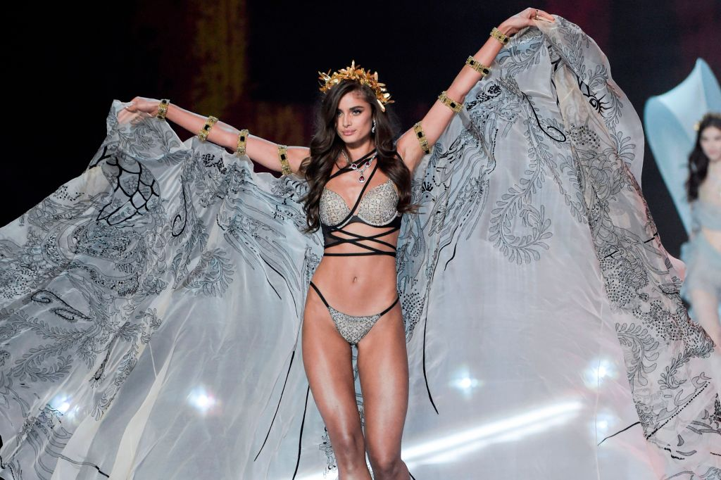 Taylor Hill Victoria's Secret Fashion Show