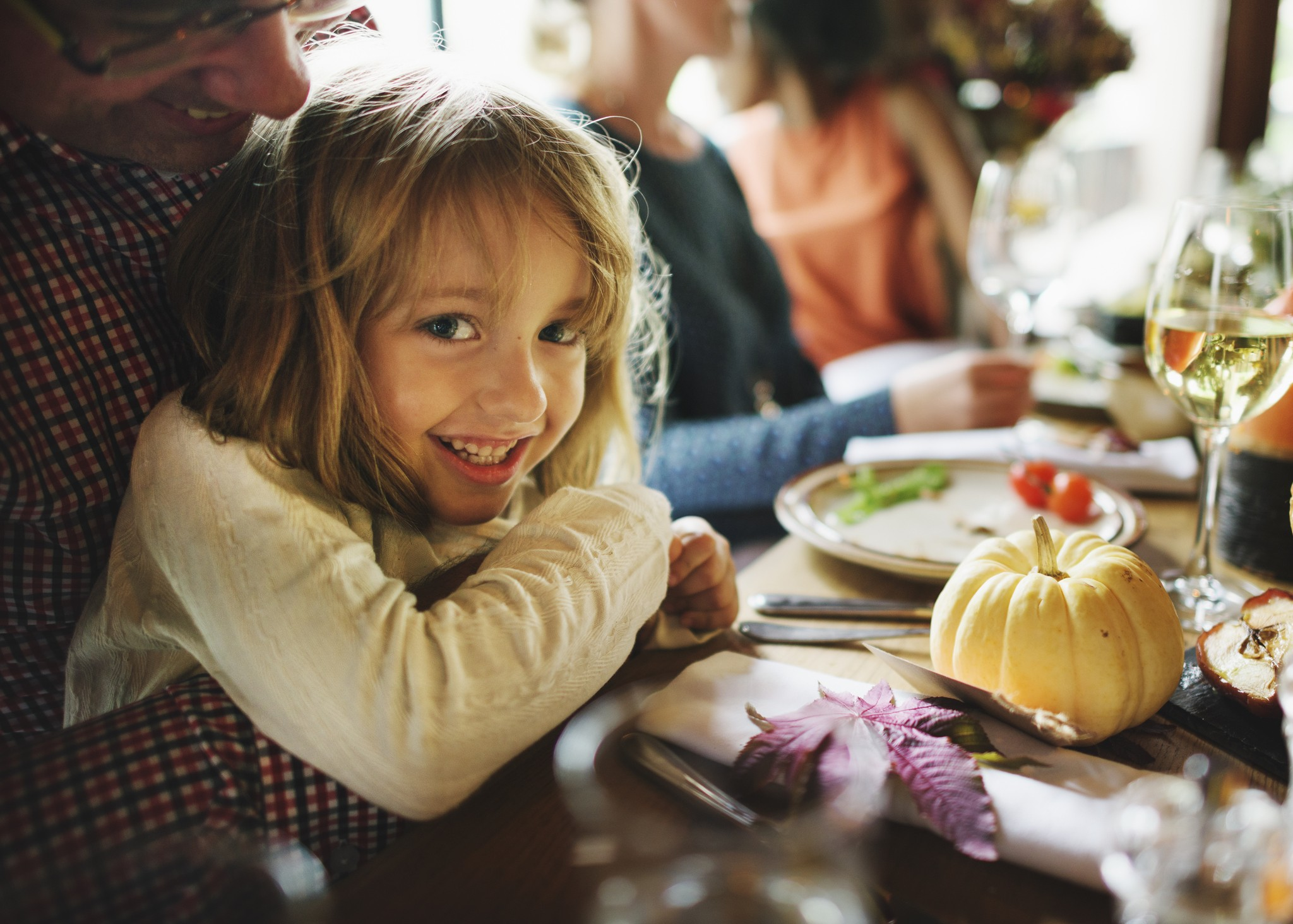 Little Girl Hugging Father Thanksgiving Celebration Concept