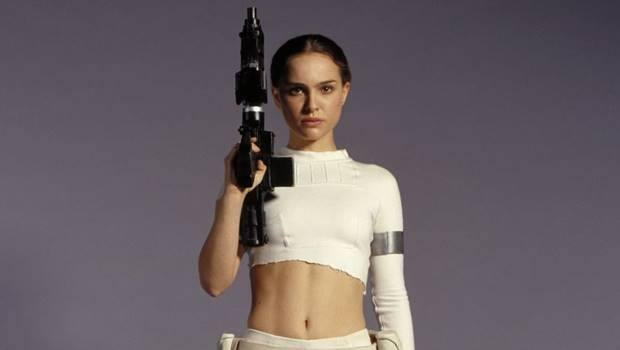 Natalie Portman holds up a weapon