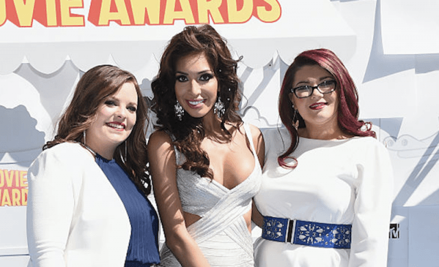 Catelynn stands with two Teen Mom co-stars.