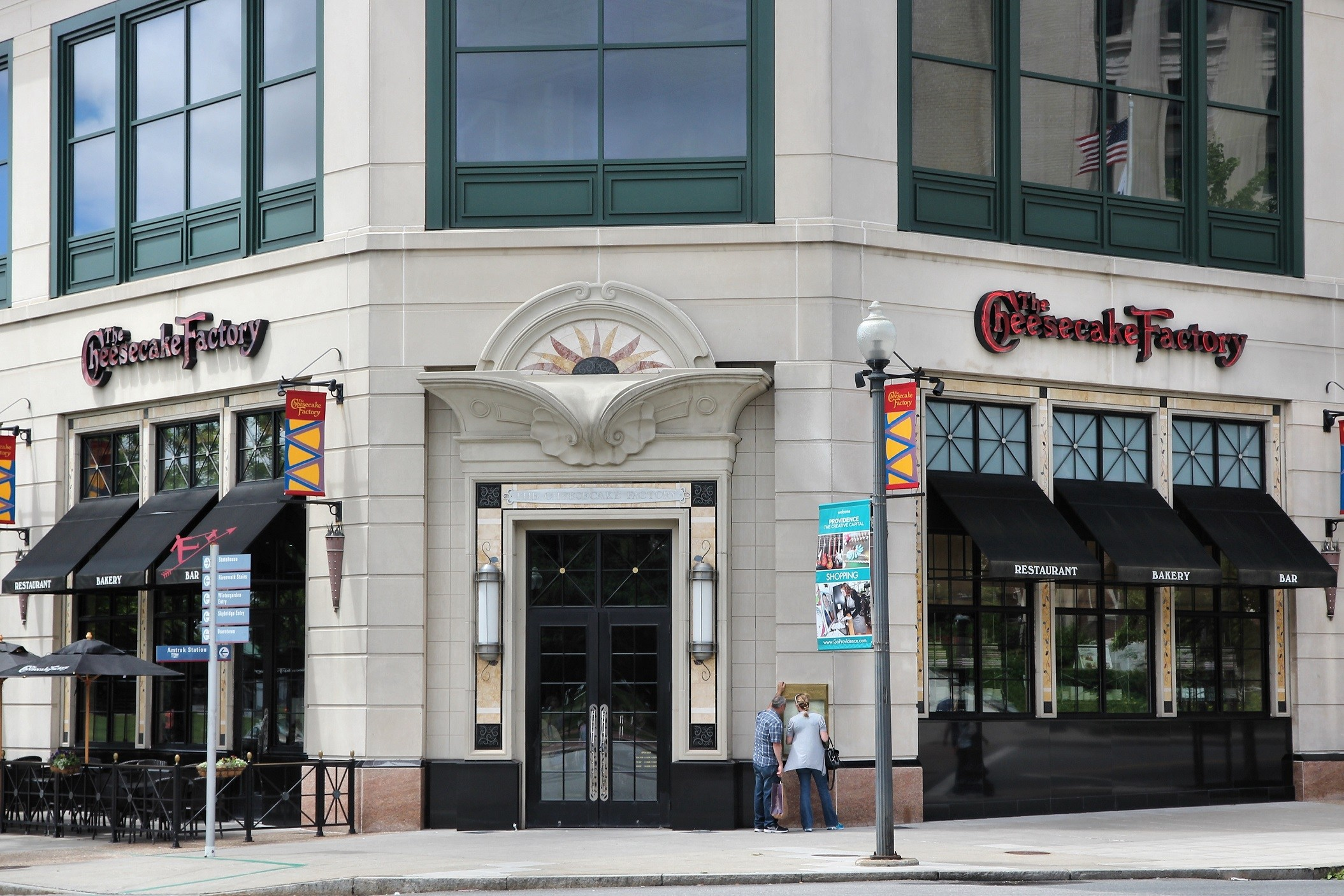 Cheesecake Factory restaurant exterior