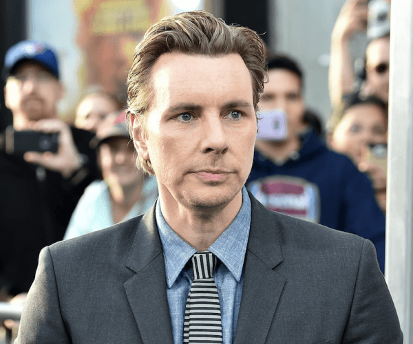 Dax Shepard poses on the red carpet of a movie premiere.