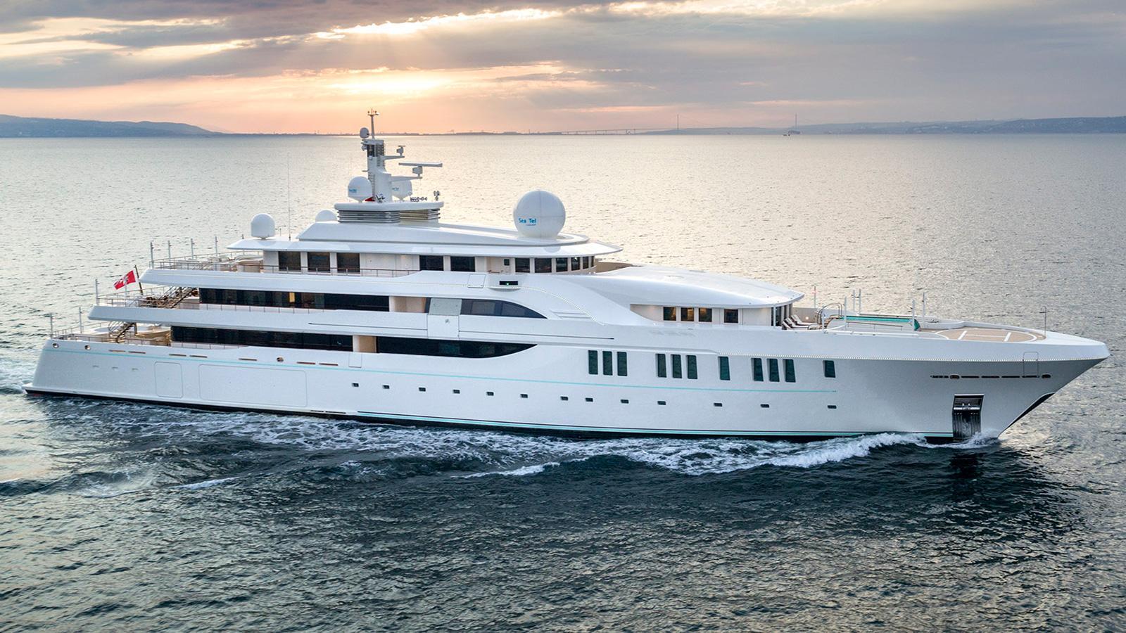 Elements luxury Yacht