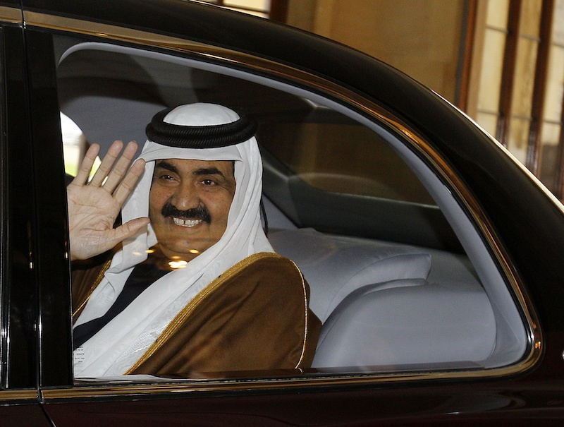 Sheikh Hamad bin Khalifa Al-Thani waves goodbye