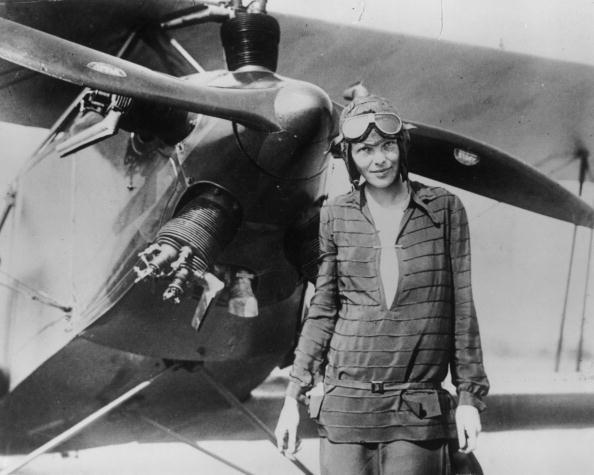 amelia earhart with her plane
