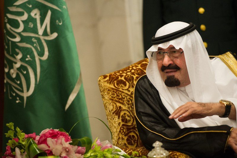 Saudi Arabia's King Abdullah bin Abdulaziz al-Saud talks with French President Francois Hollande