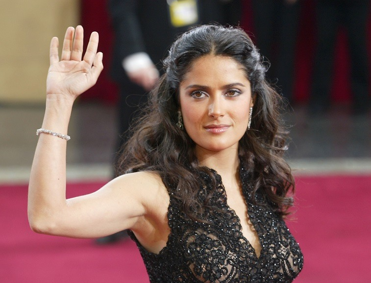 Salma Hayek attends the 2003 Academy Awards.