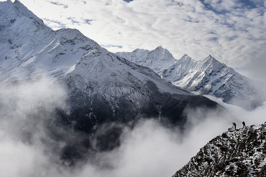 mount everest with mist and climbers