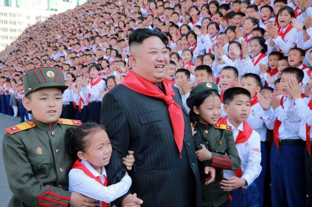 Kim Jong Un at a photo session with the participants in the 8th Congress of the Korean Children's Union.