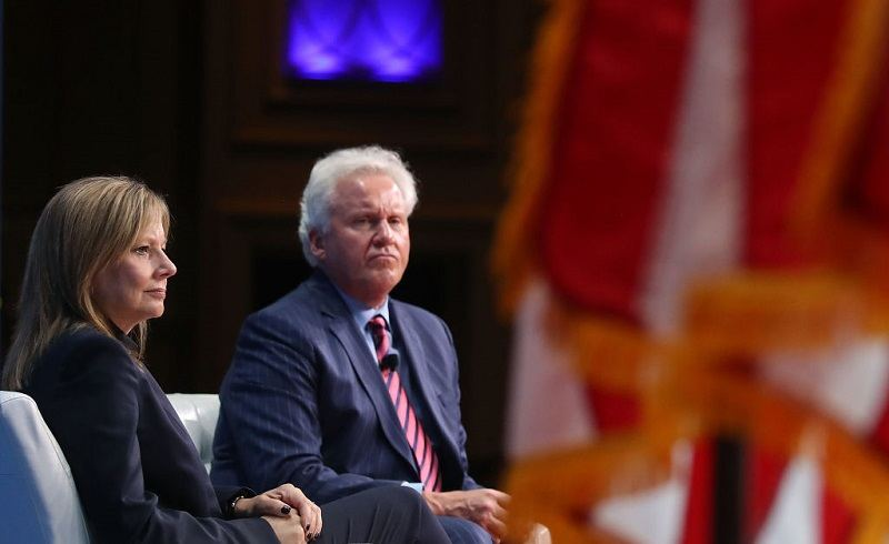 Mary Barra of GM sits with Jeff Immelt of GE in June 2017.