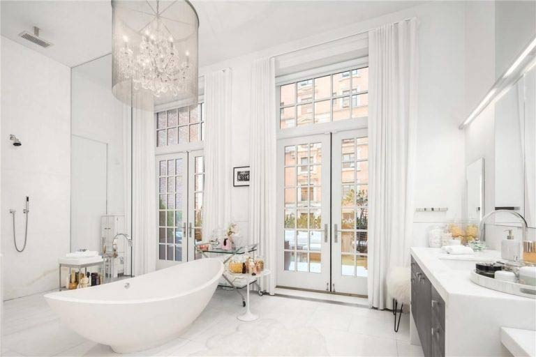 Jennifer Lopez Bathroom