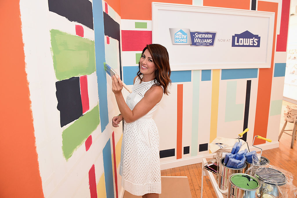 Design expert Jillian Harris demonstrates the new HGTV HOME by Sherwin-Williams paint collection.