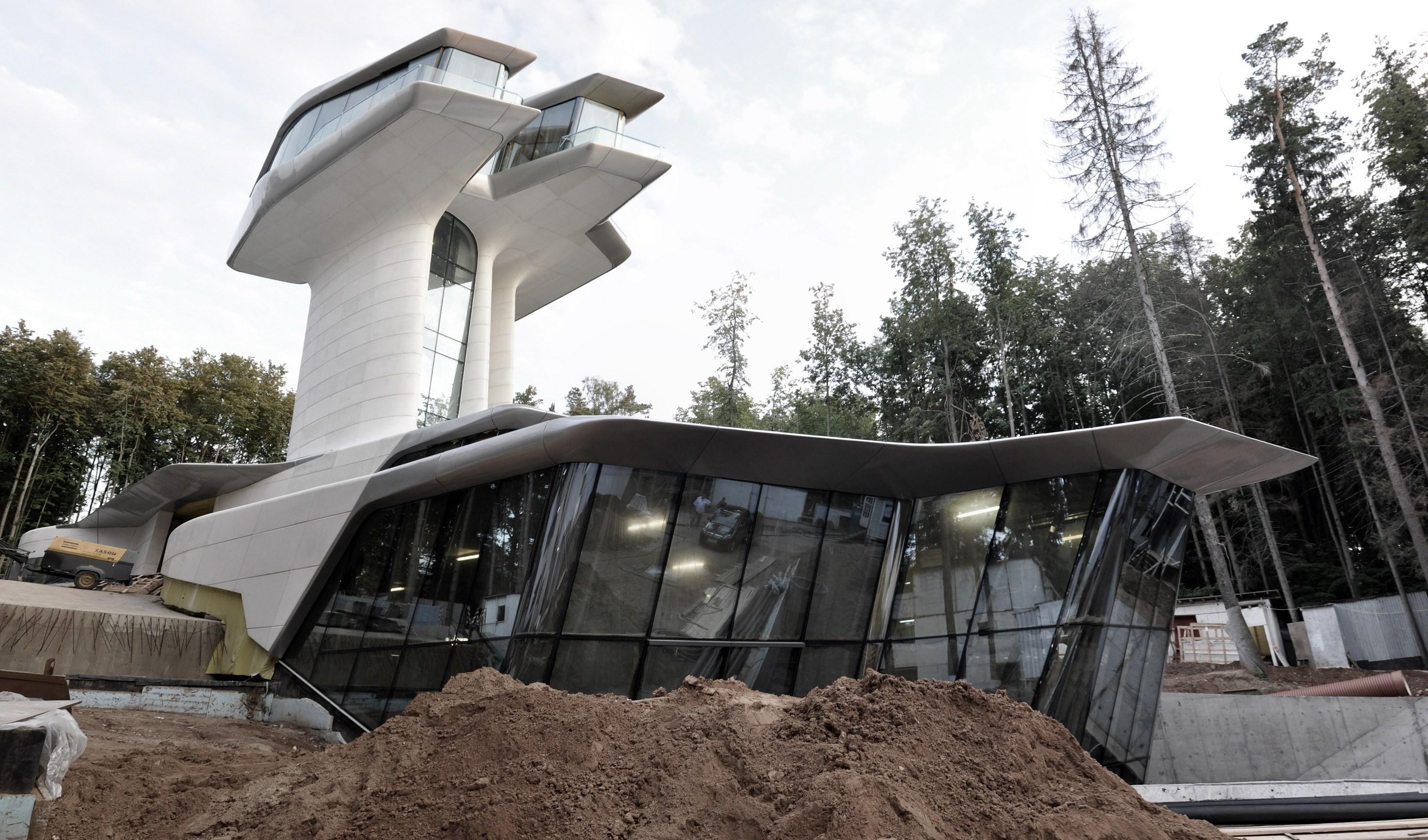 Naomi Campbell Spaceship house