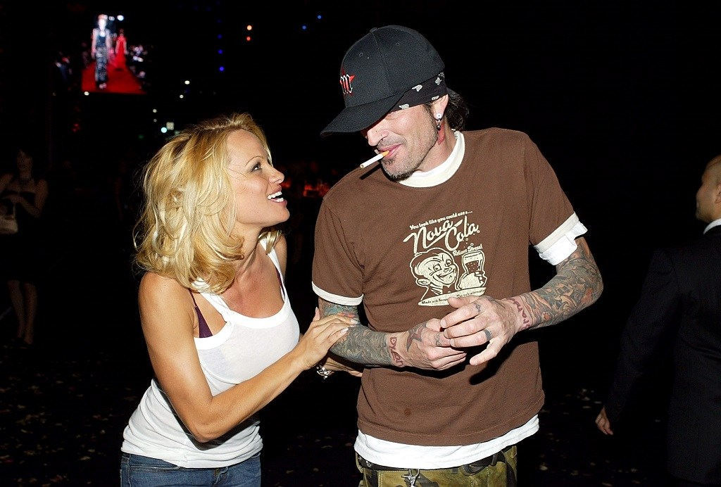 Actress Pamela Anderson (L) and Tommy Lee leave the 'Rodeo Walk of Style' Award on Rodeo Drive March 28, 2004 in Beverly Hills, California. (Photo by Carlo Allegri/Getty Images)