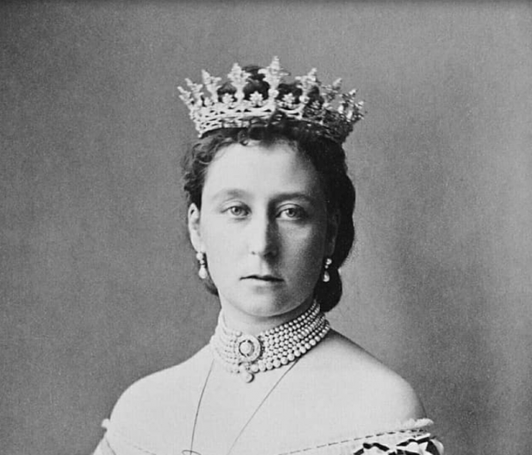 Princess Alice wearing her crown and pearl necklace.