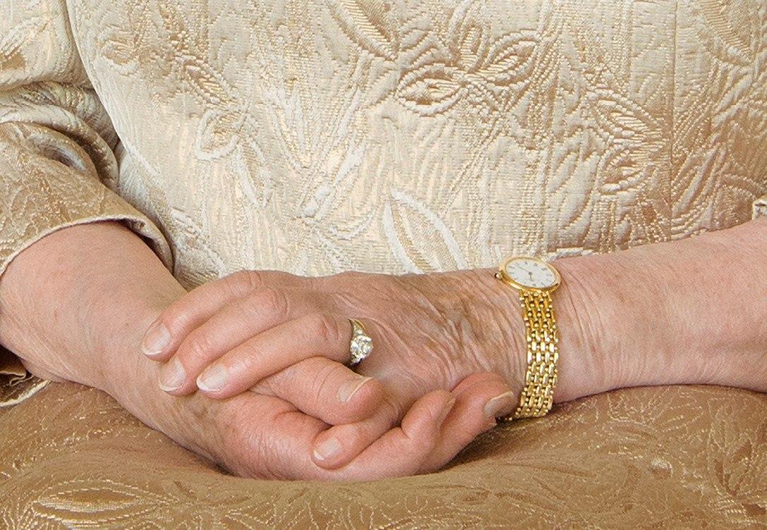 Close up of Queen Elizabeth's hands
