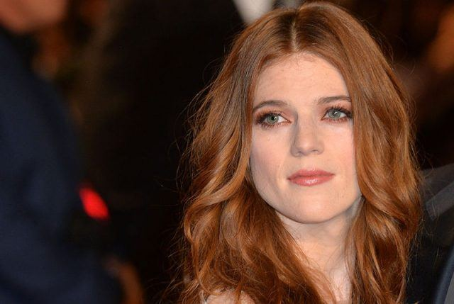 Rose Leslie posing on a red carpet event.