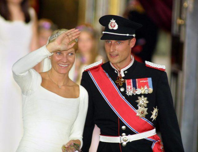 Norwegian Crown Prince Haakon and his bride Mette-Marit Tjessem Hoiby leave the Oslo Cathedral