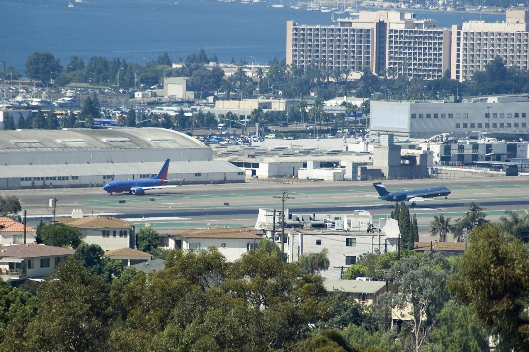 San Diego Airport plane landing