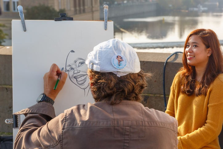 Street artist paints a portrait