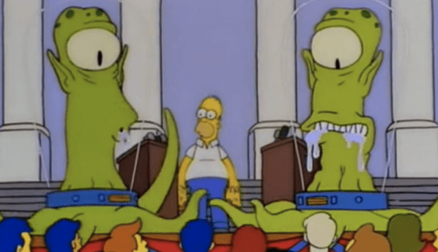 Homer Simpson stands with two aliens.