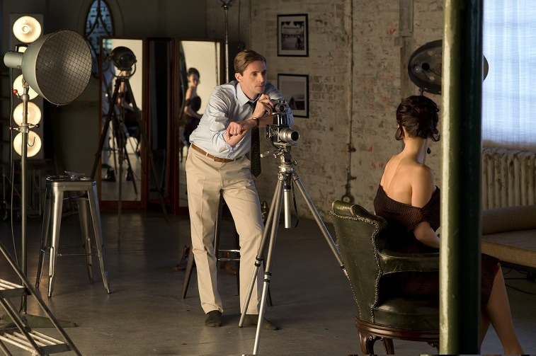 Tony preparing to take a photo of Margaret in The Crown