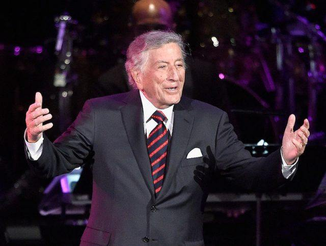 Tony Bennet on stage performing.