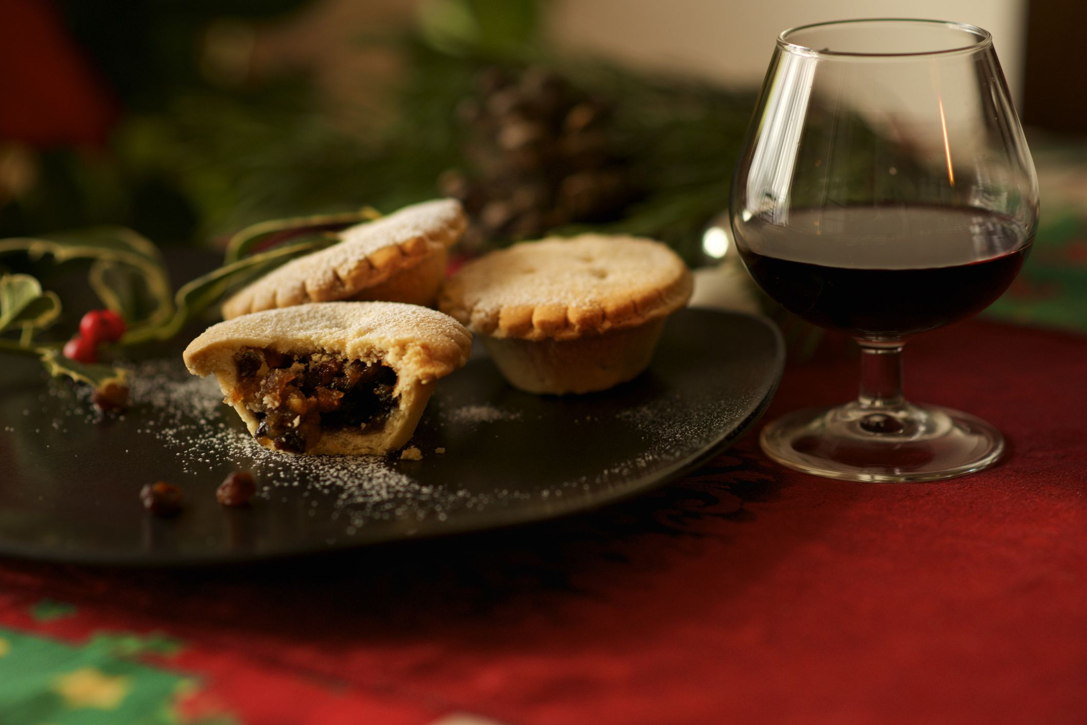 Christmas English Mince pie and mulled wine glass