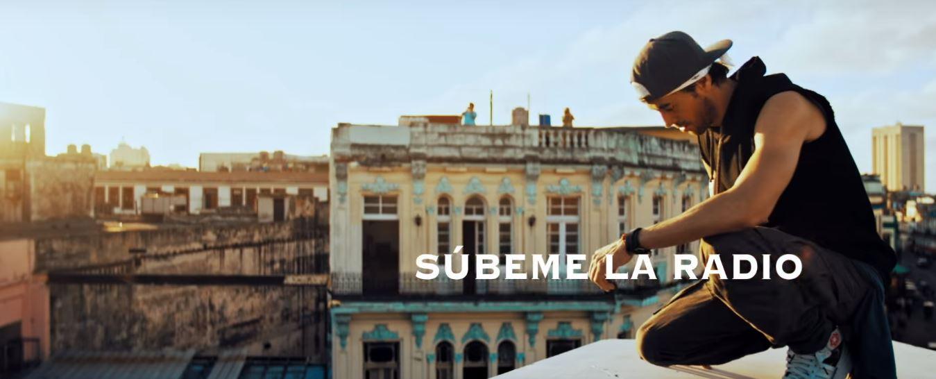 Enrique Iglesias – Súbeme la Radio (Official Video) ft. Descemer Bueno, Zion & Lennox