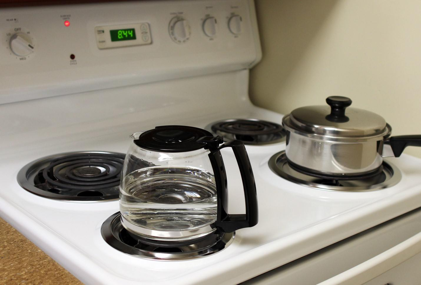 Cooking on the ring spiral electric stove top