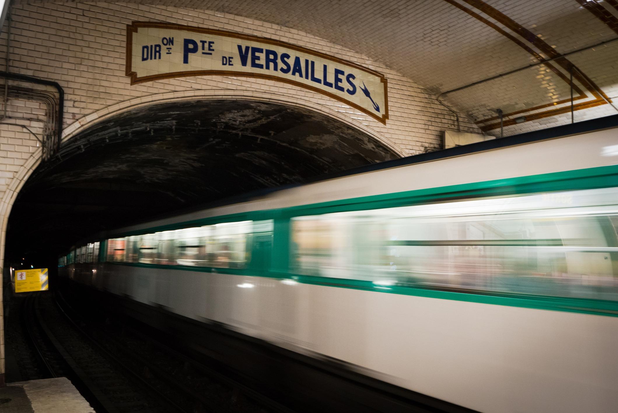 Parisian metro train headed towards Porte de Versailles