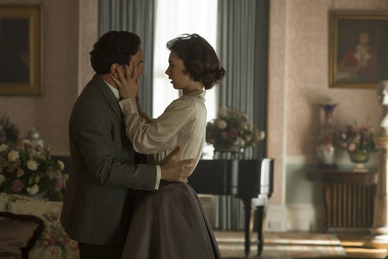 Ben Miles as Peter Townsend and Vanessa Kirby as Princess Margaret in The Crown