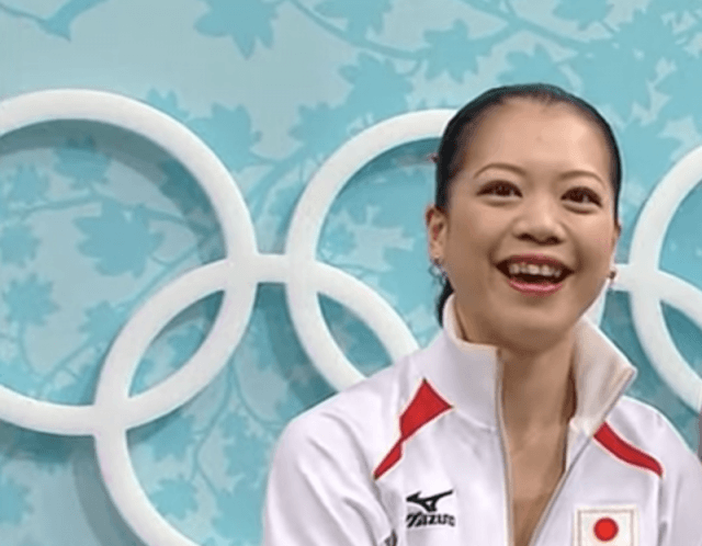 Akiko Suzuki smiling while at an olympic event.