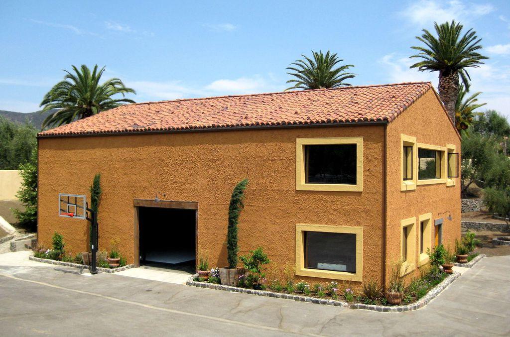 Bachelor Bachelorette House farmhouse