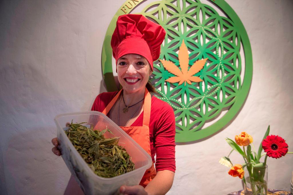 Argentine chef Natalia Revelant teaches people interested in medicinal cuisine