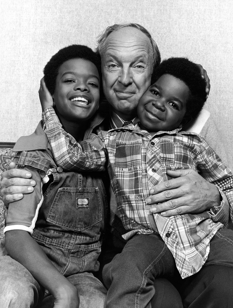 Todd Bridges (L) and Gary Coleman flank Canadian actor Conrad Bain pose for a picture.