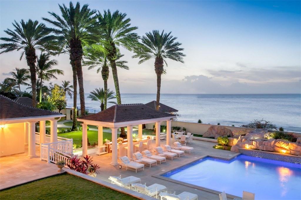 Donald-Trump-Home-Caribbean-Outdoor-Bar
