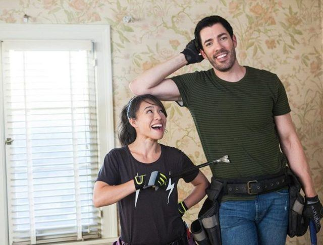 Linda Phan in an instagram photo with Drew Scott.