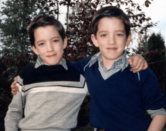 Drew and Jonathan Scott posing together as kids.