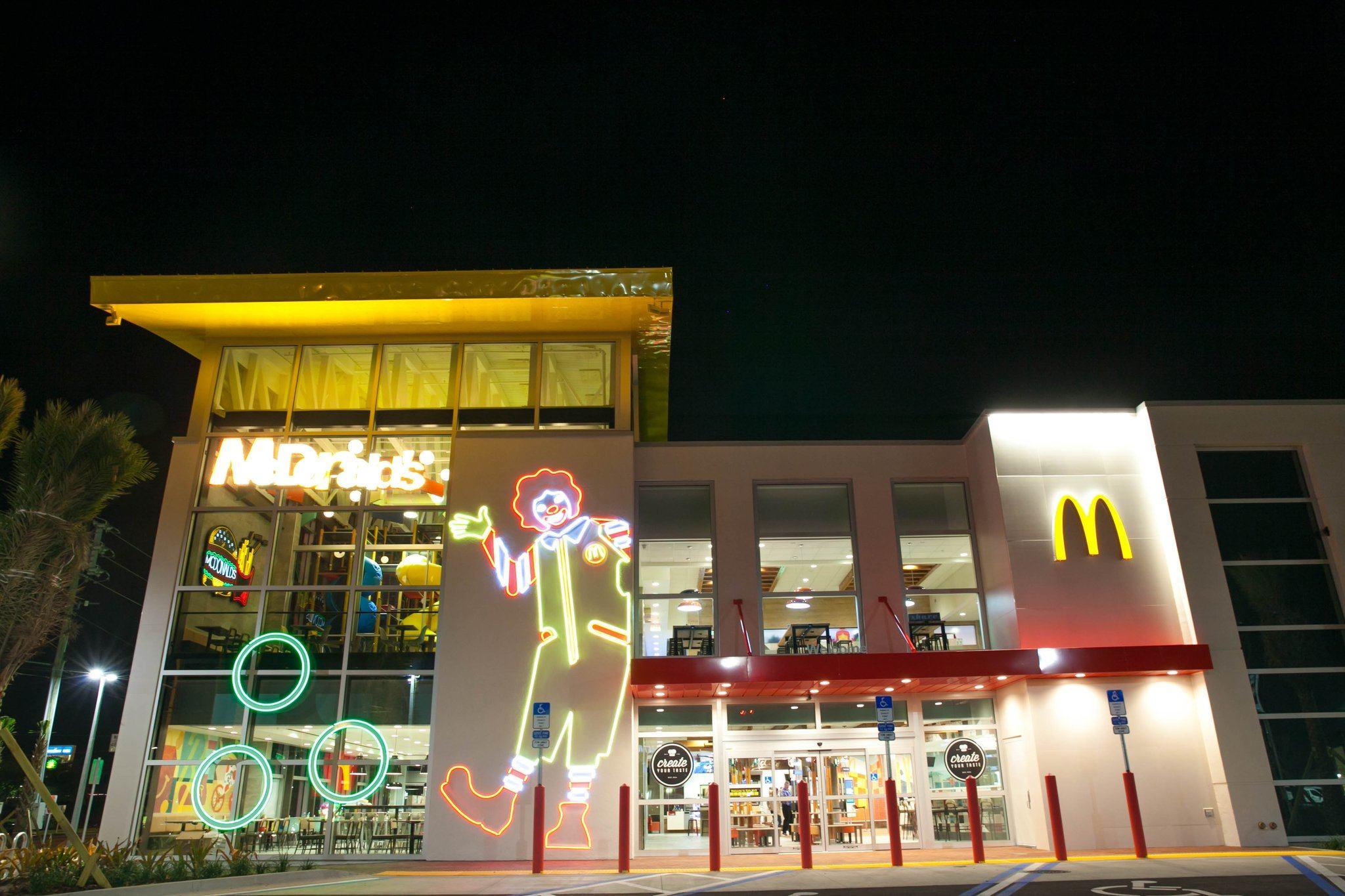 EpicMcD Orl Exterior Largest mcdonald's