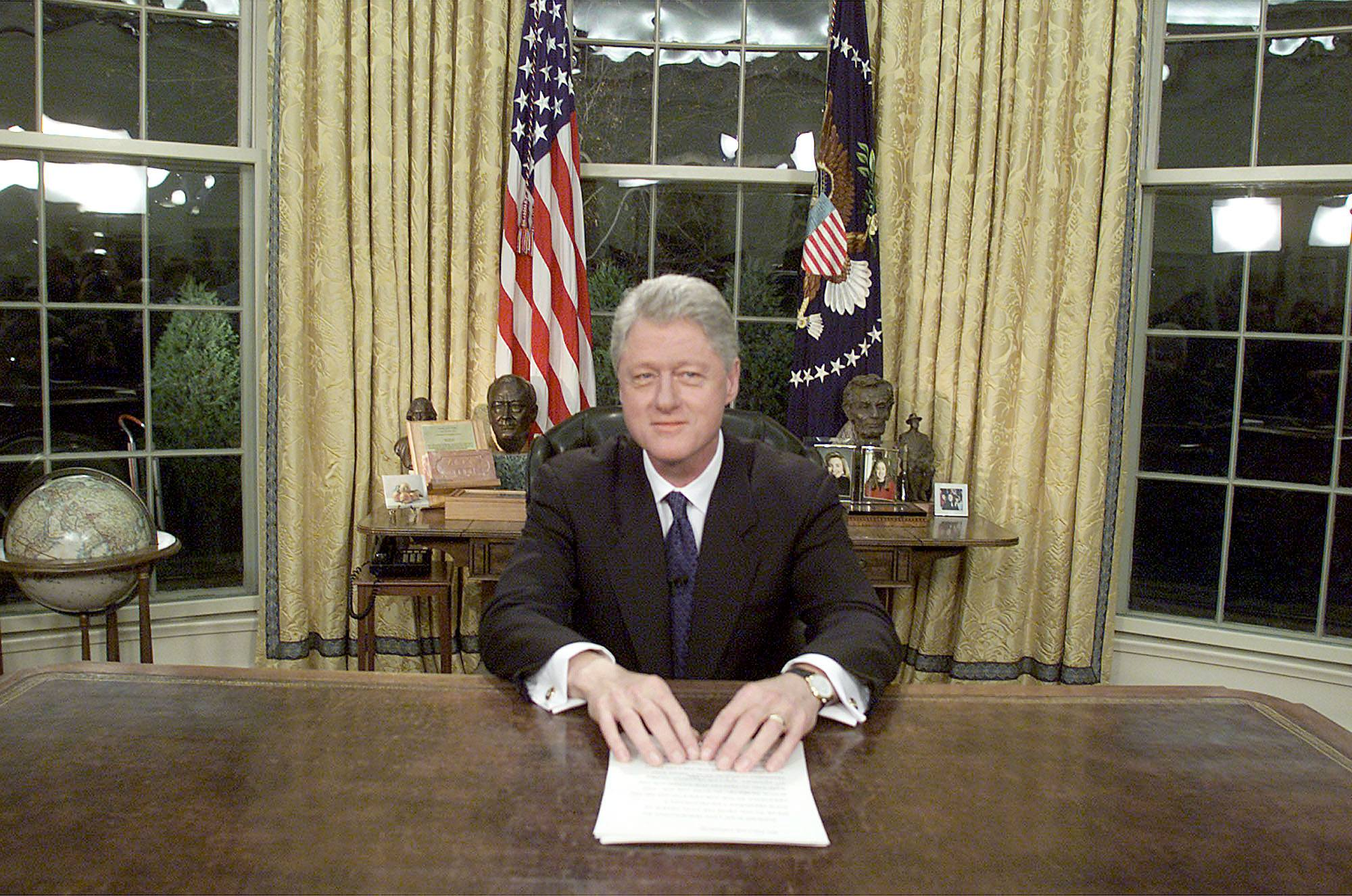 bill clinton in the oval office after his final address