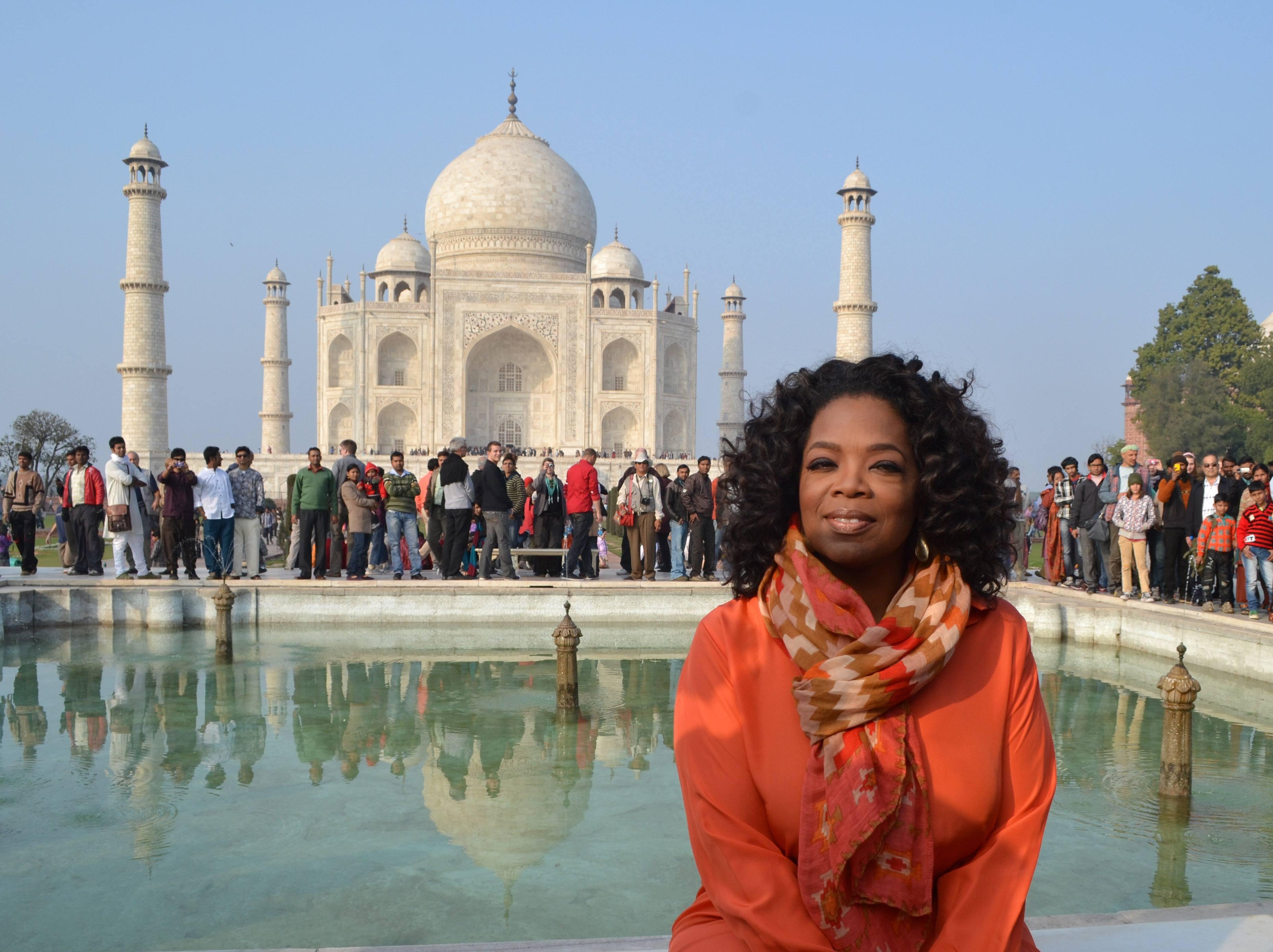 Oprah in front of the Taj Mahal